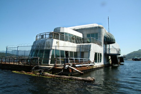 1537px-McBarge_front