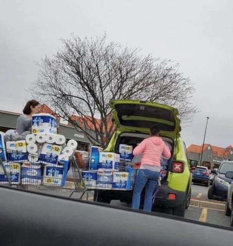 「コロナによるトイレットペーパーの買い占めが酷い」海外の反応