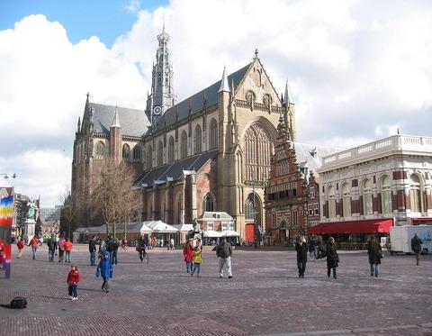 1280px-HaarlemGroteMarkt1