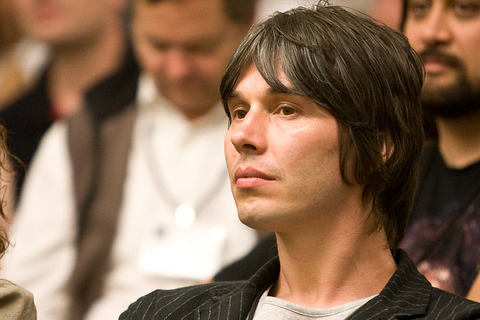800px-Brian_Cox_at_Science_Foo_Camp_image2