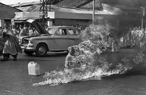 Thich_Quảng_Đức_self-immolation