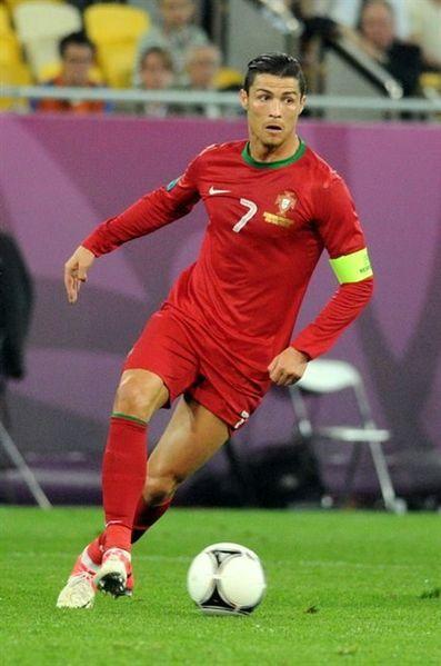 397px-Cristiano_Ronaldo_20120609