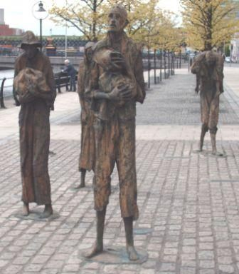 20090216025624_Famine statues