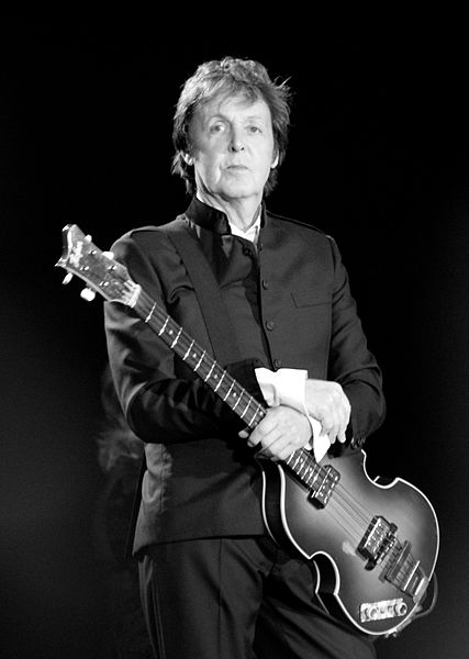 427px-Paul_McCartney_black_and_white_2010