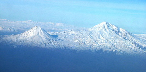 800px-Agry(ararat)_view_from_plane_under_naxcivan_sharur