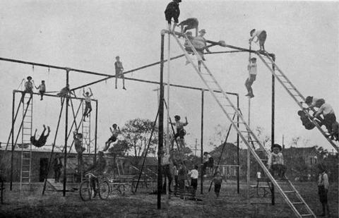 外国人「1912年頃の子供用遊技場がかなりやばい」海外の反応