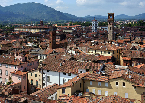 1280px-02_Lucca_seen_from_Torre_Guinigi