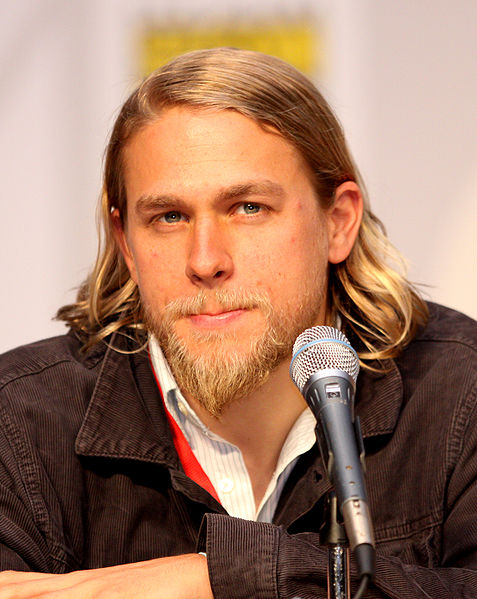 477px-Charlie_Hunnam_by_Gage_Skidmore