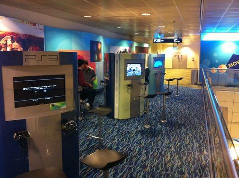 「パリやシンガポールの空港にはPS3を無料でプレイできる区画がある」海外の反応