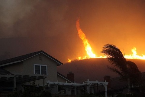 fire-tornadoes-burnado-california_25567_600x450