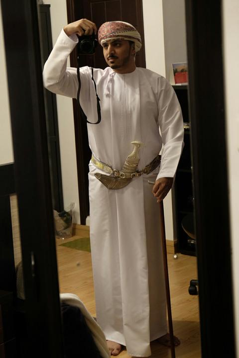 「外国人にオマーンの正装がどんな感じか紹介する」海外の反応