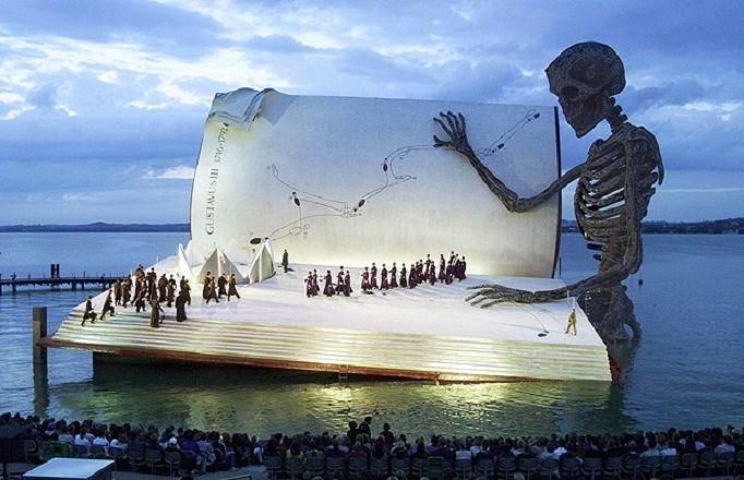 の湖上オペラ、ブレゲンツ ...