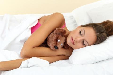 外国人「イギリス人の35%はテディベアと一緒に寝てるらしい」海外の反応
