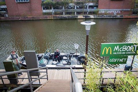 「ドイツのマクドナルドにあるドライブスルー(ボート用)が話題に」海外の反応