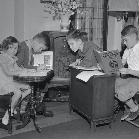 「ポリオ流行(1937年)時にされていたリモート授業の様子」海外の反応