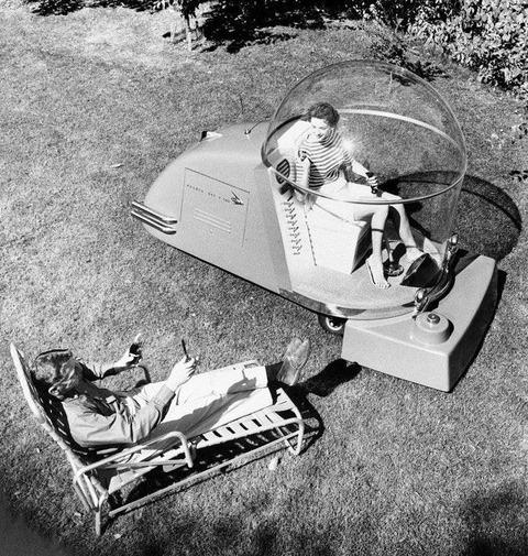 「1950年代に考案された未来の高級芝刈り機(冷房搭載型)」海外の反応