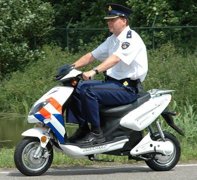politie-scooter