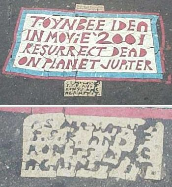 Toynbee_tile_at_franklin_square_2002