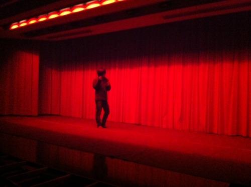 真紅の舞台