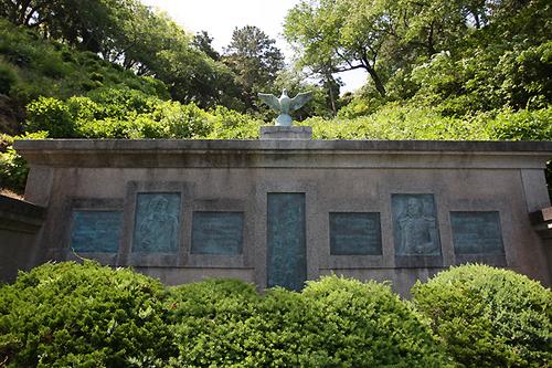 開国記念碑