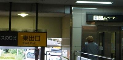 大橋駅階段とエレベーター
