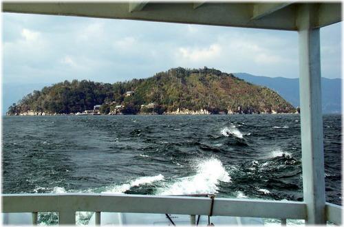 6772033 竹生島・島影