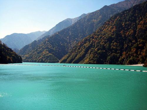 1024px-Takase_Dam_lake