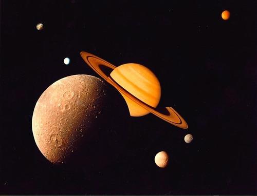 土星とその衛星たち ボイジャー1 1980 撮影