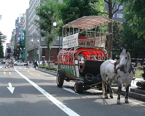 800px-O-dori_Sapporo_carriage