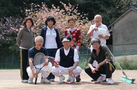 八重桜咲くテニスコート