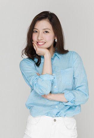 北園央花ブルーシャツ