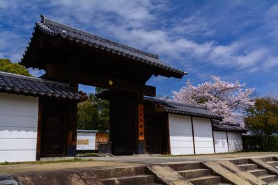 1024px-South_Gate_of_Daianji_20150404[1]