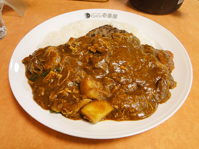 Beef Curry with Hamburger, Stewed Chicken, and Vegetables