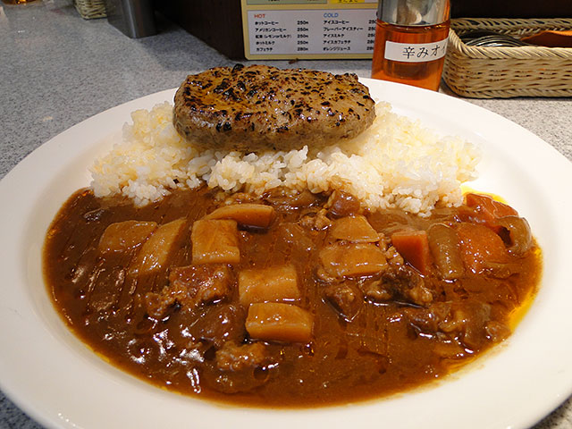 Beef Curry with Hamburger and Cubic Vegetables
