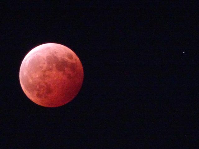 Total lunar eclipse with Uranus
