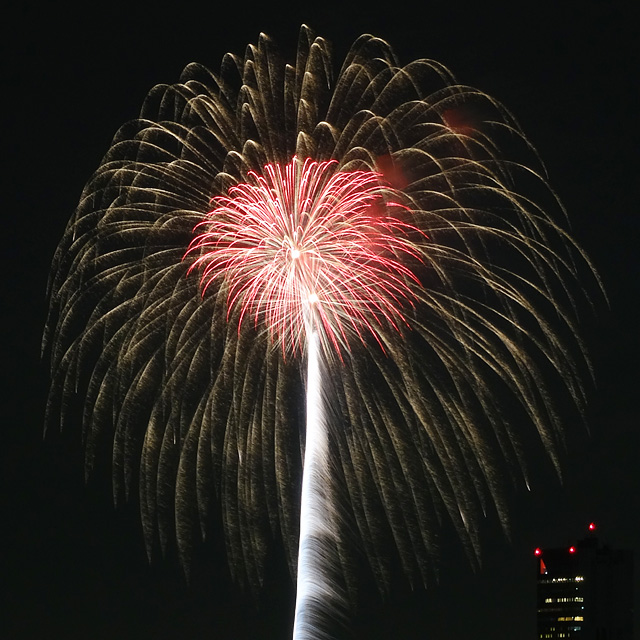 Makuhari Beach Fireworks Festa
