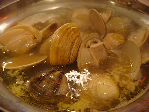 Boiled Clams with Butter