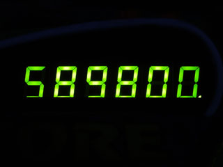 589800