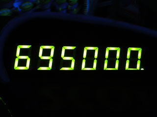 695000