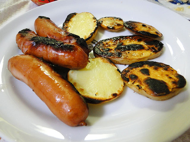 Grilled Sausages and Potatos