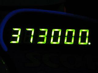373000
