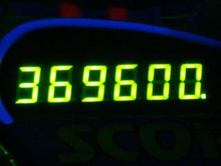 369600