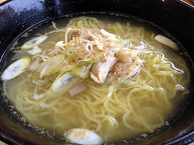 Salt Flavored Ramen Noodles with Steamed Chicken and Onion