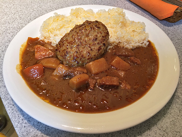 Beef Curry with Cubic Vegetables and Hamburger