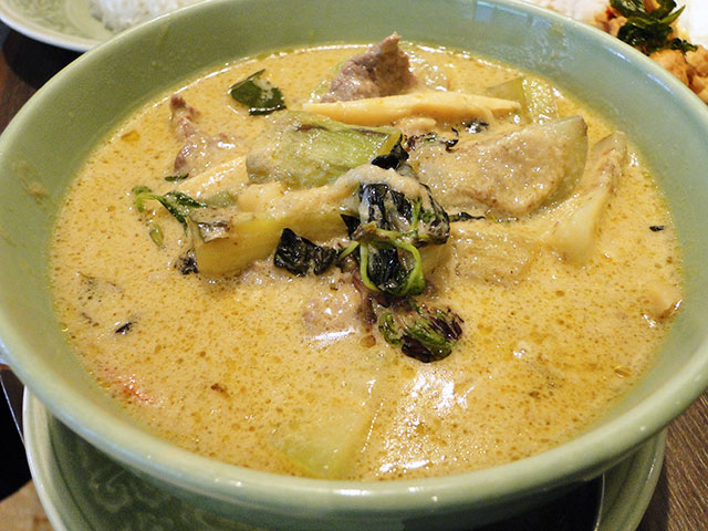 Green Curry with Beef in Coconut Milk