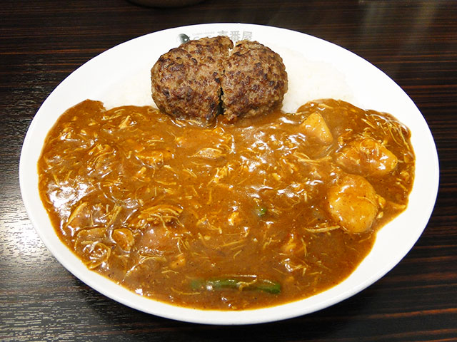 Hamburger Curry with Stewed Chicken and Vegetables