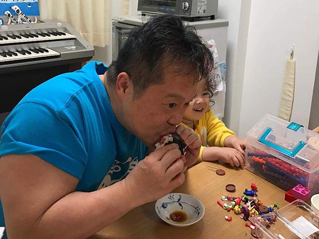 Dr. MaCHO Eating Tuna Roll