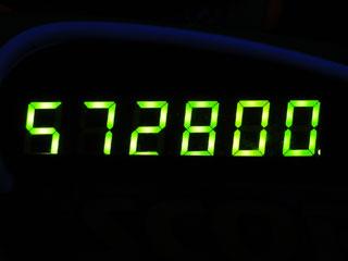 572800
