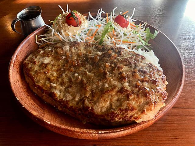Gulliver Burg Dish with Extra Dish Salad