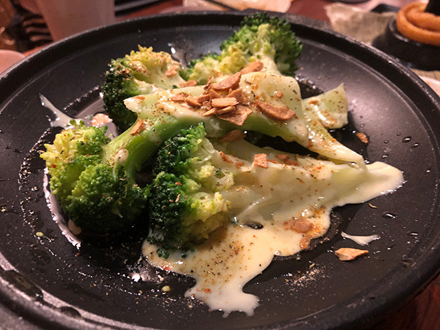 Boiled Whole Broccoli with Garlic Sauce